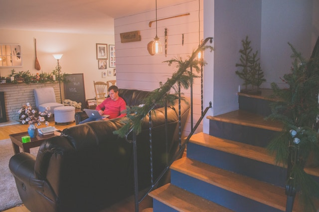 Vianočná výzdoba na schodoch: Na čo si dať pozor